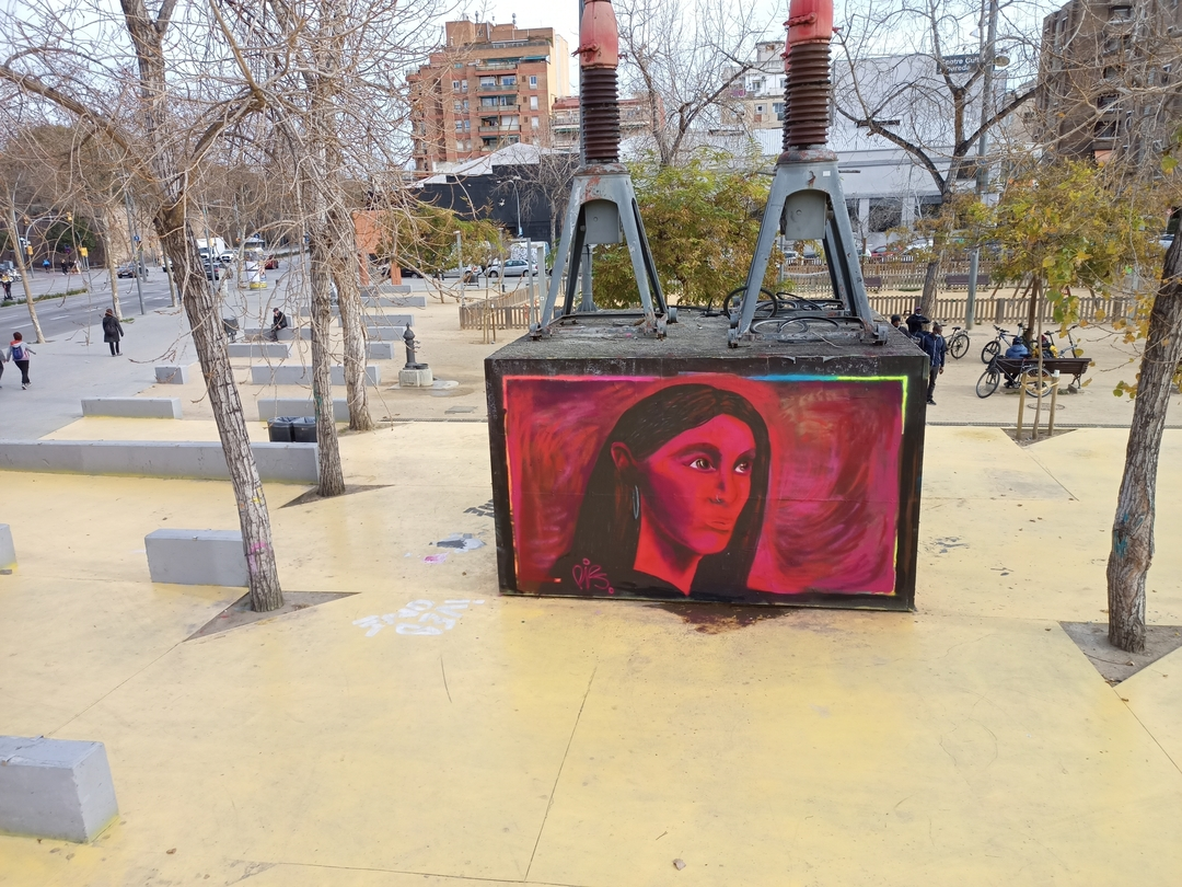 Wallspot - nv2a - mujer de rojo - Barcelona - Tres Xemeneies - Graffity - Legal Walls - Illustration - Artist - Pips