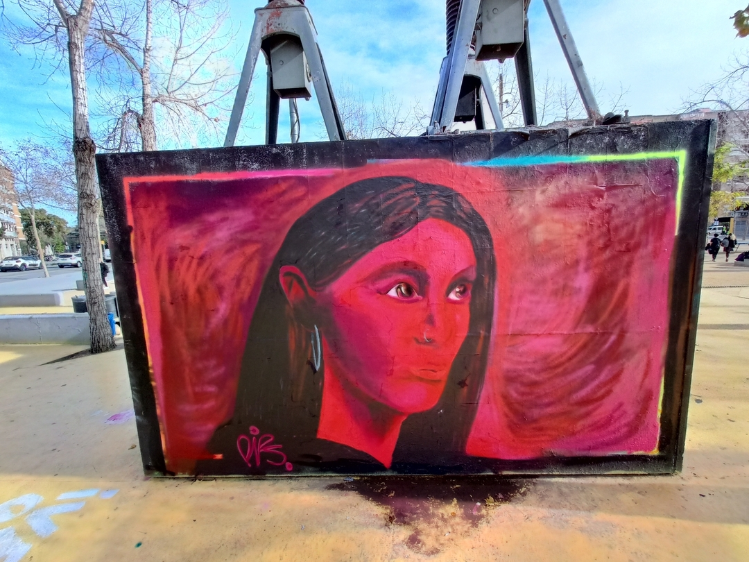 Wallspot - nv2a - mujer de rojo - Barcelona - Tres Xemeneies - Graffity - Legal Walls - Illustration