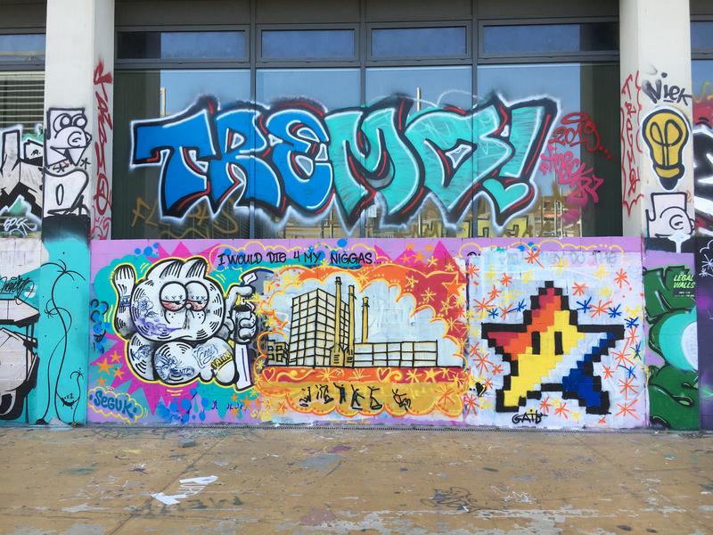 Wallspot - bruno conigliano - Tres Xemeneies and star - Barcelona - Tres Xemeneies - Graffity - Legal Walls - Ilustración